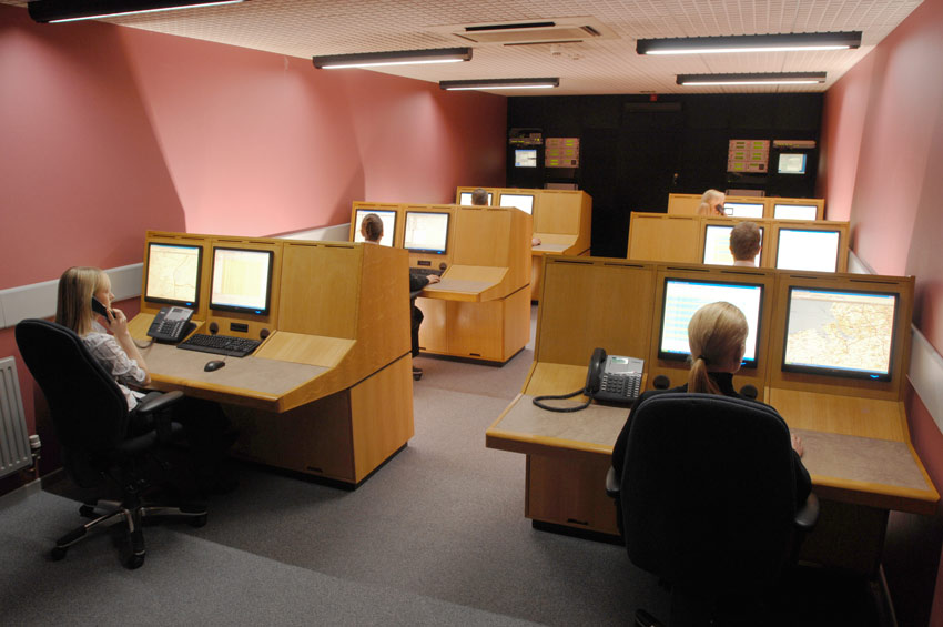 six desks in an Incident Management Centre each being monitored by an Incident Manager